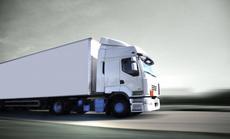 camion in strada
