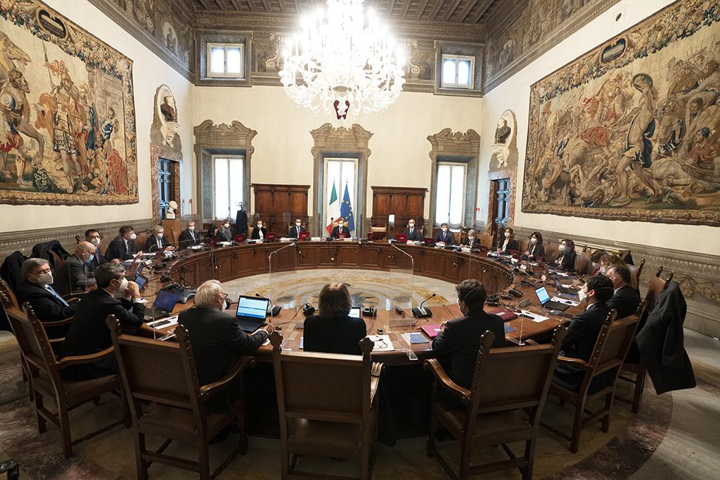 Decreto anti Covid del governo Draghi: no spostamenti tra Regioni, niente visite a parenti in zona rossa